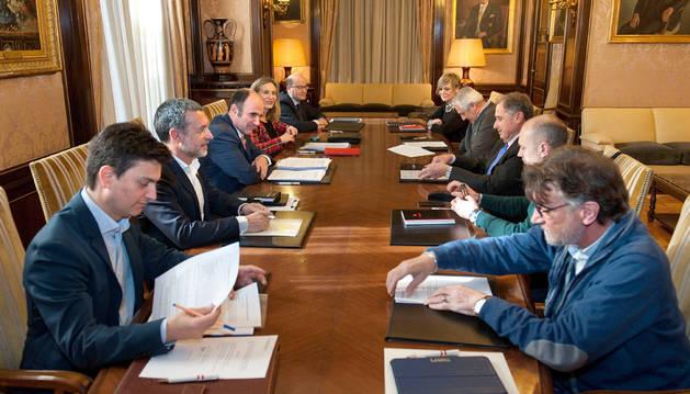 Representantes del Gobierno de Navarra, CEN, UGT y CC OO durante la reunión que retomó la actividad del Consejo de Diálogo Social.