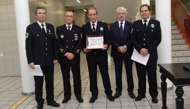 El homenaje a la Policía Municipal en el consistorio vitoriano