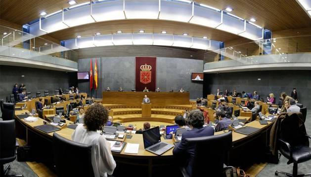 El Parlamento de Navarra no ve legitimada una declaración unilateral de independencia en Cataluña