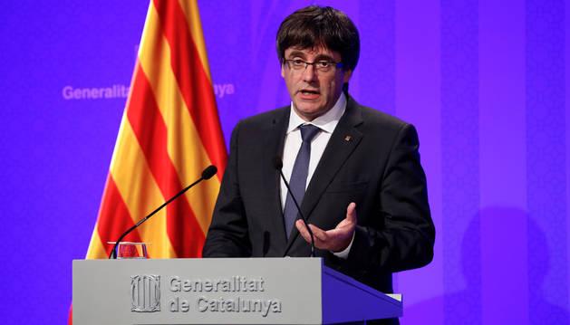Carles Puigdemont durante la comparecencia del Govern este martes, un día después del referéndum independentista catalán.