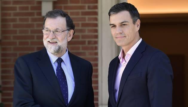 Foto de Rajoy y Sánchez se reúnen en la Moncloa.