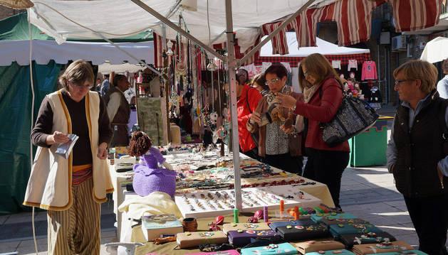 Imagen de varios de los puestos de venta del mercado barroco instalados en las jornadas del año pasado.