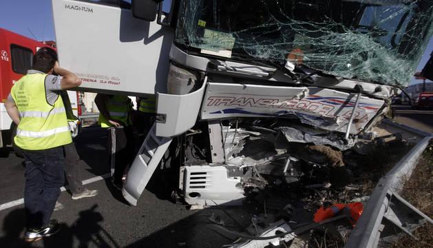 El estado del camión tras el choque frontal