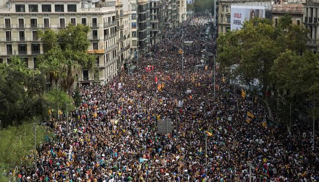 Foto de la Plaza Universidad de Barcelona, durante una manifestación en apoyo al paro general convocado este martes.