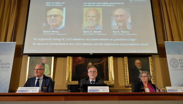 Foto del anuncio de los galardonados con el Nobel de Física 2017.