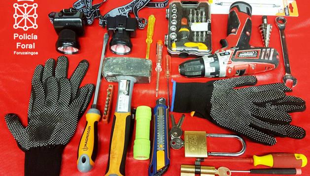 Foto de las herramientas decomisadas al ser identificados