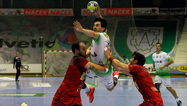 Imagen de un momento del encuentro del Anaitasuna contra el Huesca.