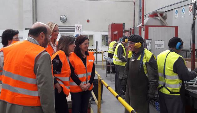 Cristina de Parias ha visitado la planta Ecointegra de la Fundación Aspace Navarra