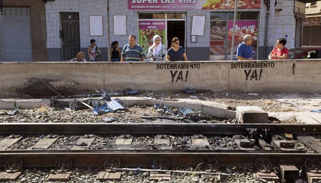 Imagen del estado en el que han quedado las vías ferroviarias a su paso por Santiago el Mayor.