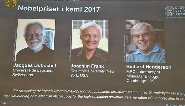 Los científicos Jacques Dubochet, Joachim Frank y Richard Henderson, premio Nobel de Química.