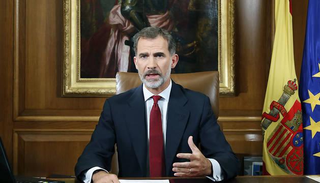 El Rey Felipe VI dirige un mensaje a los españoles dos días después del referéndum ilegal organizado por la Generalitat.