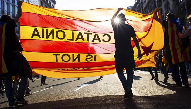 El vértigo invade al independentismo en vísperas de declarar la secesión