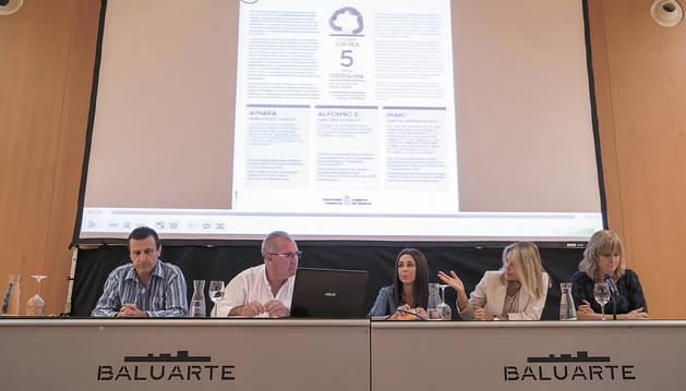 Foto de izquierda a derecha, Iñaki García, Alfonso Sánchez, Ainara Hernández, Idoia Altadill y Ana Ollo.