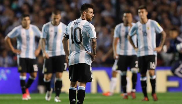 foto de Lionel Messi, en un partido por las eliminatorias sudamericanas al Mundial de Rusia 2018 entre Argentina y Perú en el Estadio La Bombonera de Buenos Aires.
