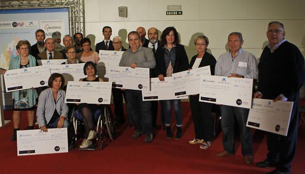 Foto de familia tomada al finalizar el acto de clausura del Reto Solidario 2017, celebrado ayer en el auditorio Caixabank, en Aranzadi.