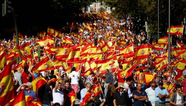 Miles de personas se manifiestan en Madrid para defender la unidad de España