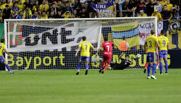 El meta de Miranda de Ebro paró este penalti en la primera mitad al cadista Aitor.