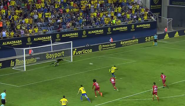 Barral repite en la tercera tentativa, cambia de lado y vuelve a encontrarse con la figura de Sergio Herrera.