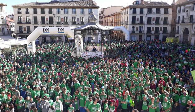 Imagen de la salida de la II Marcha Contra el Cáncer de la Ribera celebrada en Tudela este domingo.