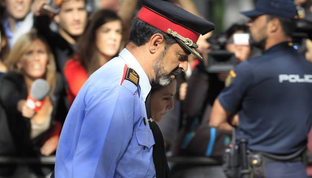 El jefe de los Mossos d'Esquadra, Josep Lluis Trapero, a su salida de la Audiencia Nacional tras declarar ante la juez Carmen Lamela.