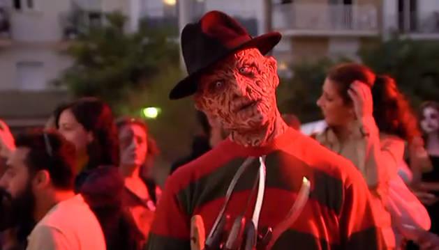 Centenares de zombies toman las calles de Sitges en la popular Zombie Walk