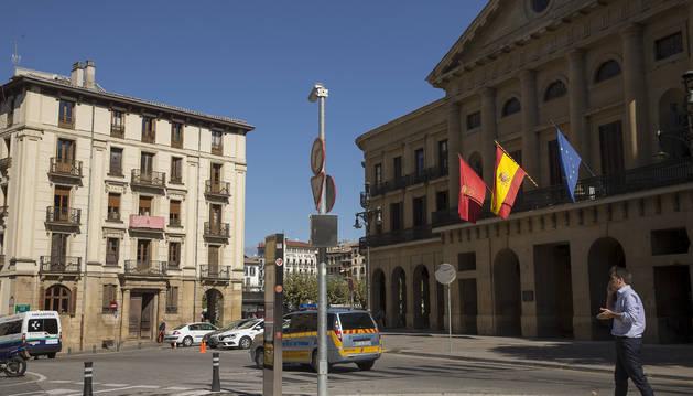 Entrada al Paseo de Sarasate, frente a Diputación de Navarra.