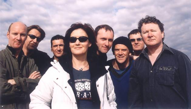 Karen Matheson, con los integrantes del grupo Capercaillie.