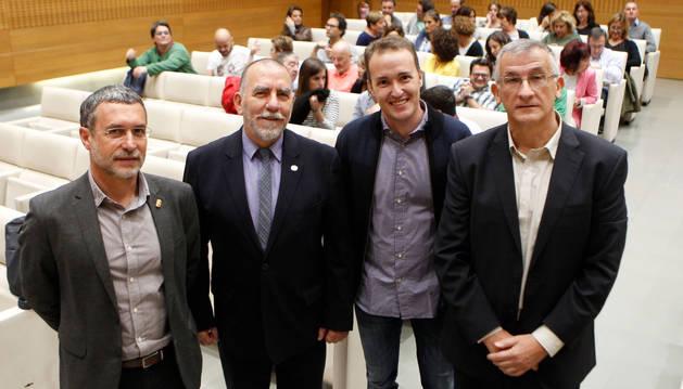 foto de De izquierda a derecha, el vicepresidente Miguel Laparra; Joaquín Nieto, director de la oficina de la Organización Internacional del Trabajo en España; Luis Campos y Félix Taberna, de la consultora Inpactos.