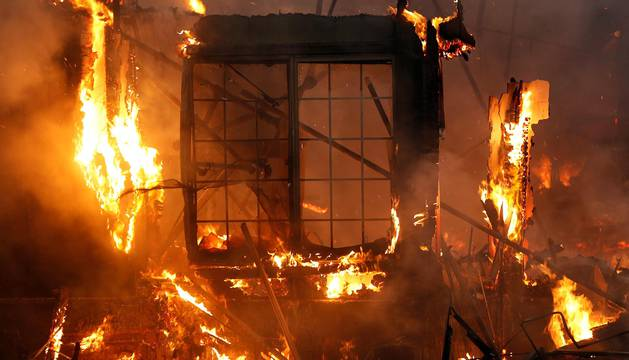 Unos devastadores incendios en el norte de California (EE UU) han dejado, al menos, diez muertos, 20.000 personas evacuadas y 1.500 edificios destruidos, en una de las peores emergencias que ha vivido jamás este estado.