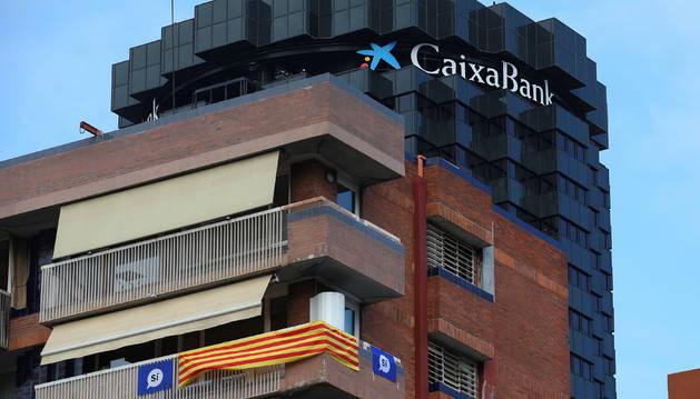 Ambos bancos justificaron esta decisión en defensa de los intereses de sus clientes y accionistas.