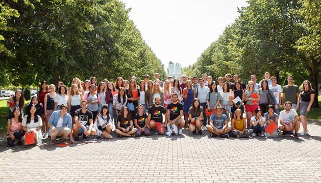Parte de los estudiantes extranjeros de intercambio, a su llegada a la Universidad Pública de Navarra.