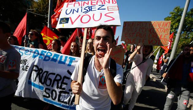 foto de manifestación de los funcionarios franceses