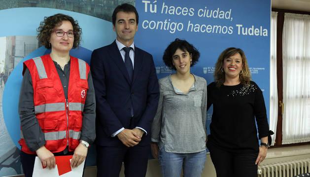De izda., a dcha., Cristina Medina, José Antonio Lahoz, Marisa Marqués y Silvia Cepas.
