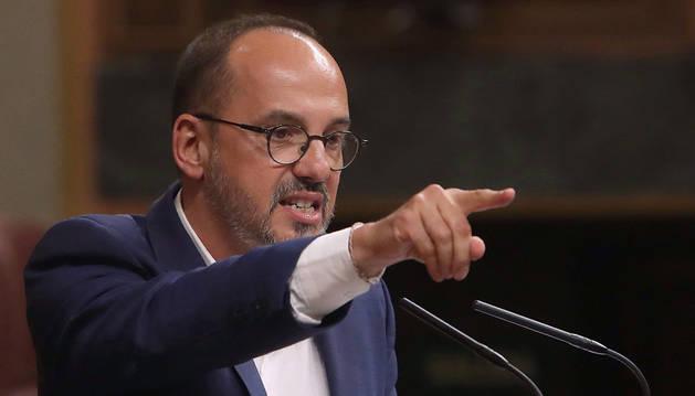 El diputado del PDeCAT, Carles Campuzano, durante su intervención en el pleno del Congreso en el que el presidente del Gobierno, Mariano Rajoy, comparece para dar cuenta de la situación en Cataluña.