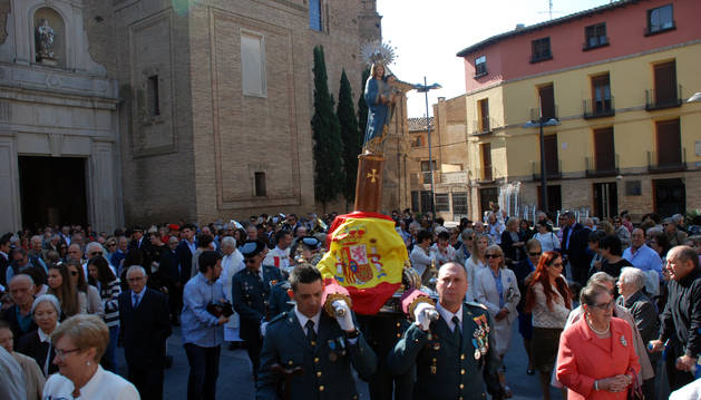 En Corella, numerosos vecinos acudieron a la procesión de la Virgen del Pilar.