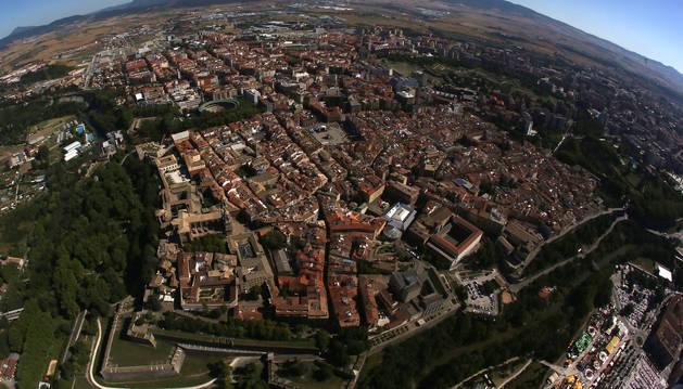 Vista aérea de Pamplona, con el Casco Viejo en primer plano.
