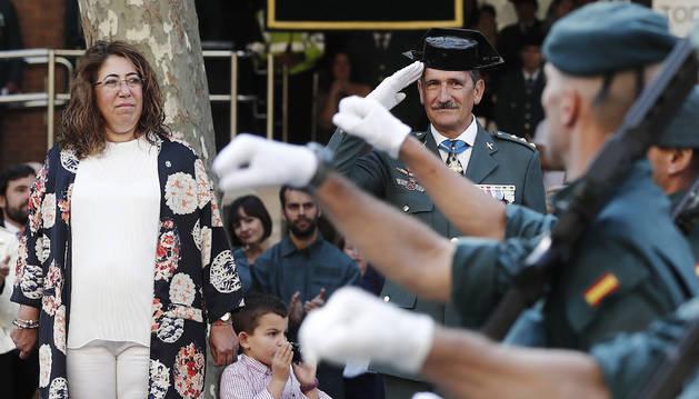 La delegada del Gobierno en Navarra, Carmen Alba y el Coronel Javier Hernández, presiden el acto castrense conmemorativo por la festividad de la patrona de la Guardia Civil la Virgen del Pilar.