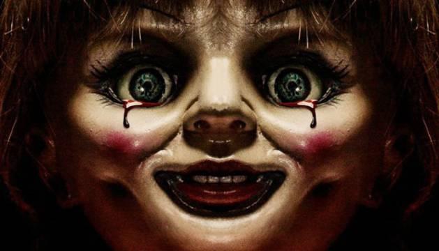Foto del spin-off de la diabólica muñeca sigue el hilo argumental del anterior filme.