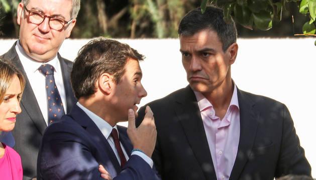 Sánchez pretende que Rajoy limite el 155 a la convocatoria de elecciones