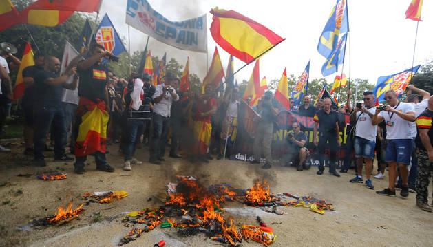 Una pelea junto a la manifestación de Barcelona destroza la terraza de un bar