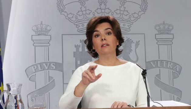 Foto de la vicepresidenta del Gobierno, Soraya Sáenz de Santamaría, durante la rueda de prensa posterior al Consejo de Ministros.
