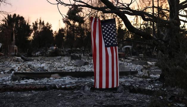 Los incendios calcinan 86.000 hectáreas en California