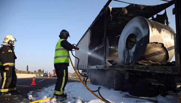 Retenciones en la AP-68, a la altura de Tudela, por el incendio de un camión
