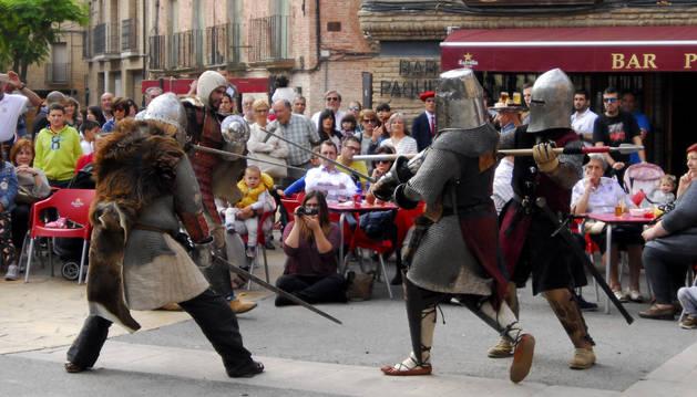 Los Caballeros de la Orden de la Jarra mostraron a los asistentes los secretos de los combates medievales.