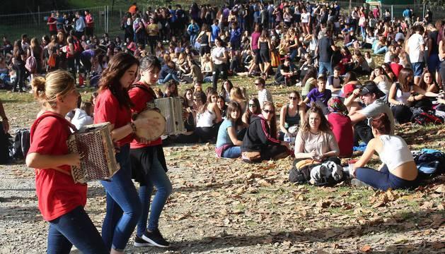 La ikastola Tantirumairu ha vivido este domingo un día histórico con la concurrida asistencia a un soleado