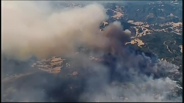 La tierra continúa ardiendo en California
