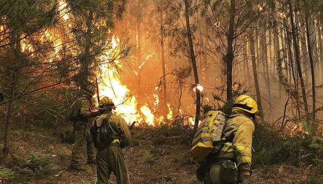 Los servicios de emergencias han activado hoy la situación dos, de riesgo para núcleos poblados, en sendos incendios en Boiro (A Coruña) y Pazos de Borbén (Pontevedra).