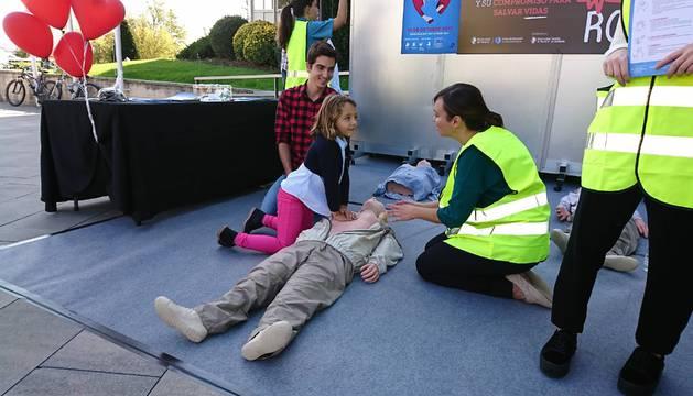 Muchos alumnos participaron en las prácticas de Reanimación Cardiopulmonar organizadas por las Facultades de Enfermería y Medicina de la UN.
