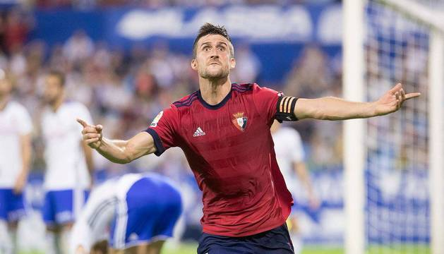 Oier, el defensa que más minutos acumula hasta ahora en el equipo, celebra el gol del empate que consiguió el domingo en La Romareda ante el Zaragoza.