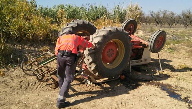 Muere un hombre de 76 años atrapado por un tractor en Cascante